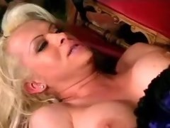 Titty shemale in sexy wear and stockings makes anal