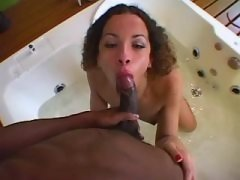 Amateur shemale throats huge cock